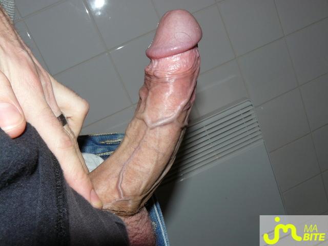 gros calibre dans le cul suceur gay