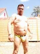 Photos de la bite de Oska71, Un jock jaune.... Du soleil... Parfait...